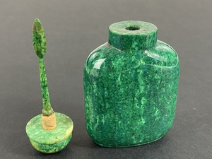 A Stained Emerald Green Walrus Chinese Snuff Bottle, 19th Century